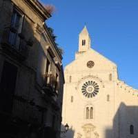 Cattedrale di Bari, rimossi i cavi elettrici che danneggiavano la facciata