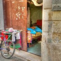 Bari, sottoscala senza bagno: ecco i tuguri affittati ai migranti