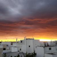 L'addio dell'estate pugliese con i colori di albe e tramonti