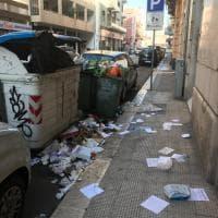 Bari, il centro sommerso dai rifiuti. Il sindaco: