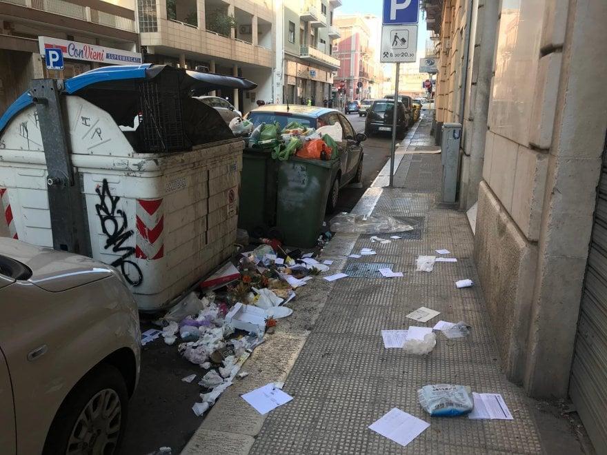 """Bari, il centro sommerso dai rifiuti. Il sindaco: """"Intensificherò la raccolta"""""""