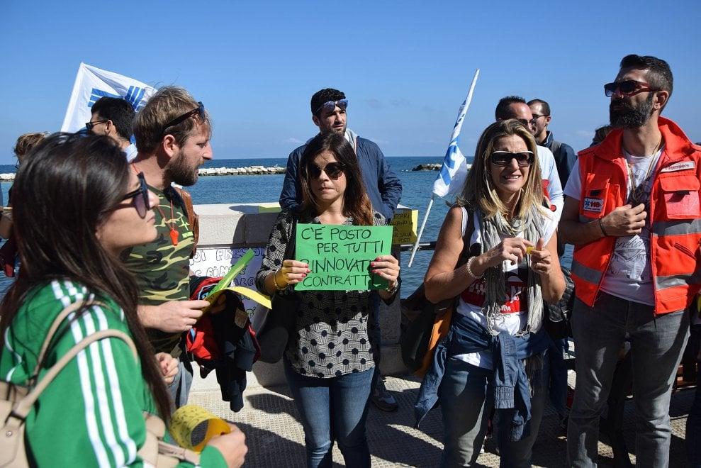 """Bari, i precari della sanità manifestano sotto la Regione: """"Infermieri usa e getta"""""""