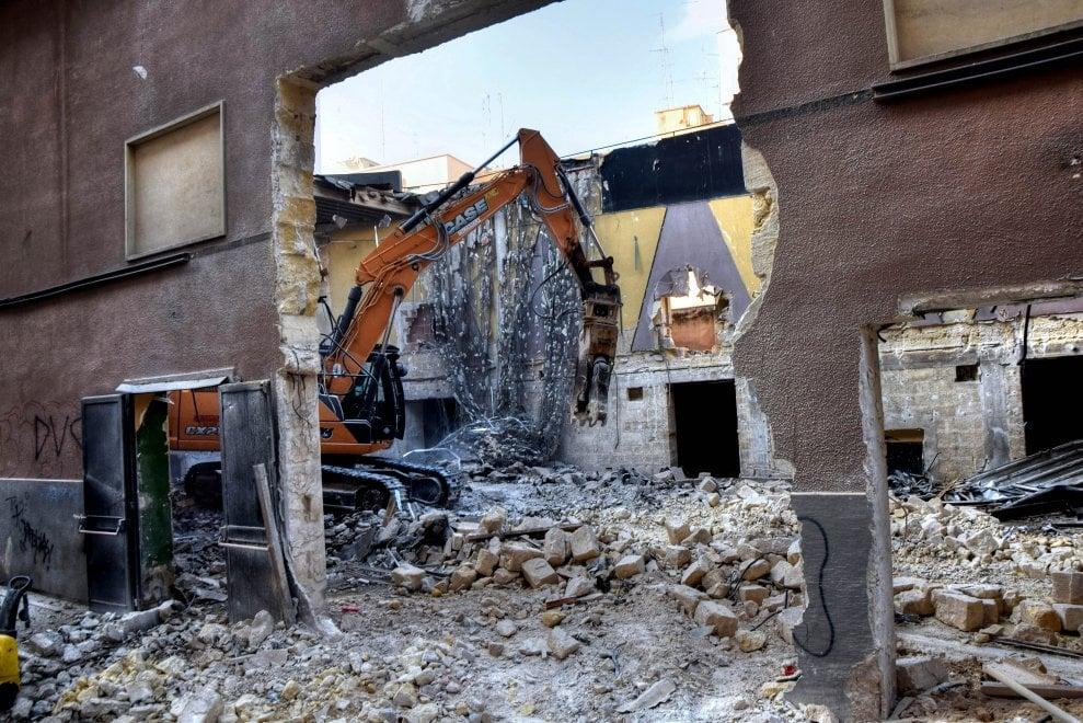 Bari, muore un altro cinema storico: demolito l'Odeon