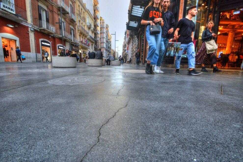 Via Sparano, la nuova pavimentazione è già piena di crepe