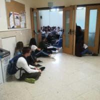 Bari, posti in piedi alla Facoltà di Lingue: studenti per terra
