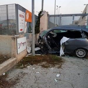 Bari, schianto all'alba sulla Modugno-Bitonto: muoiono 2 ventenni, gravi due altri amici