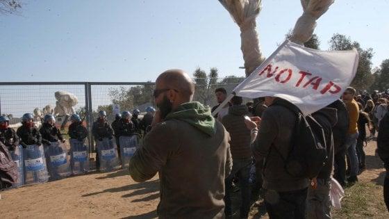 """Gasdotto, i No Tap protestano: """"Governo di traditori: abbiamo creduto in voi, ora dimettetevi"""""""