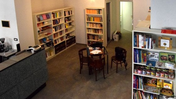 """Bari, restituiscono libri rubati dopo l'appello social della libreria: """"Non li denunceremo"""""""