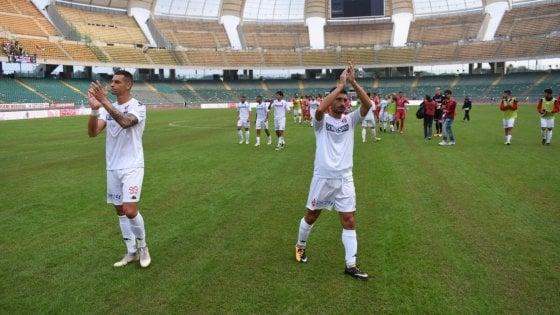 Calcio, il Bari fermato al San Nicola dal muro della Turris e da una traversa: 0-0 fra gli applausi