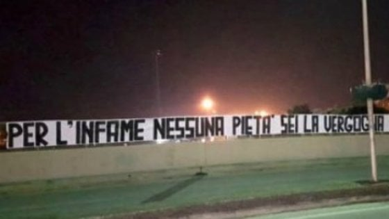 """Caso Cucchi, a Brindisi striscione contro il carabiniere che ha accusato due colleghi: """"Infame"""""""
