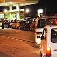Il benzinaio dimentica  di chiudere l'impianto  in 80 fanno il pieno  gratis: denunciati