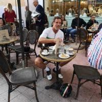 Cipollini in bici a Bari, corsa al selfie con l'ex campione del mondo