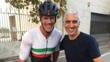 Cipollini in bici a Bari  corsa al selfie tra i fan