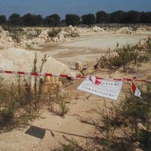 Taranto, piantagione di ulivi trasformata in discarica: sigilli a un'area di 5mila metri quadri