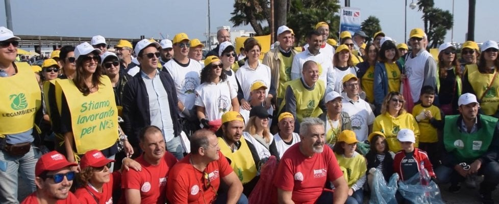 #oggiraccolgoio, Bari non si arrende: chili di rifiuti recuperati da Legambiente e Repubblica