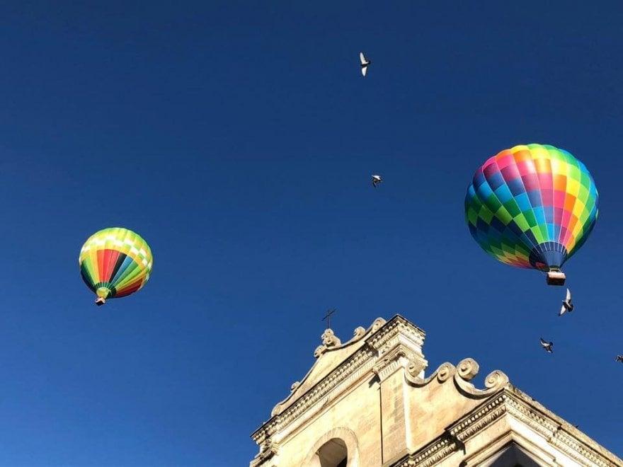 Bari, lo spettacolo delle mongolfiere nei cieli della Murgia