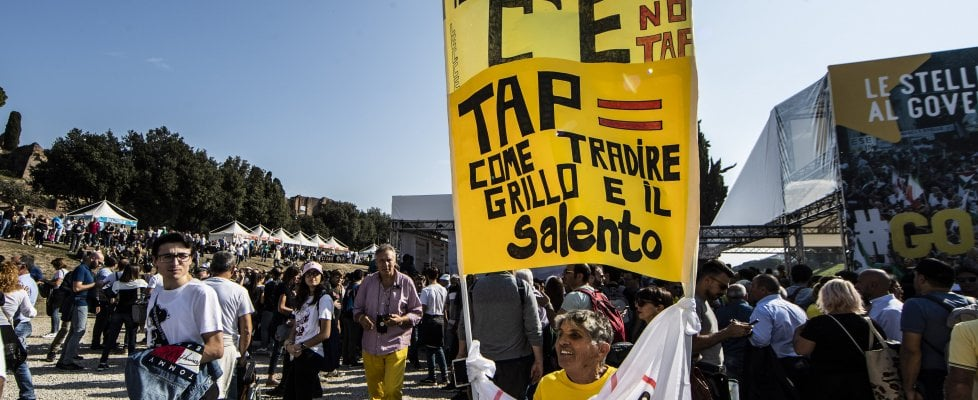 """""""Tap si deve fare, bloccarlo costerebbe troppo"""", Conte autorizza il gasdotto: rivolta contro M5S"""
