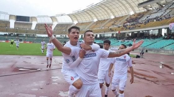Calcio, il Bari torna a dominare: il 3-0 sul Locri al San Nicola è il quarto in sette partite