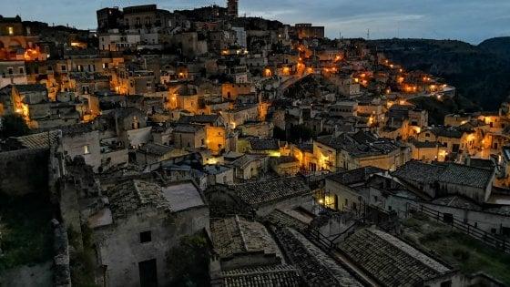 Natale a Matera, dal 22 al 25 novembre i mercatini nei Sassi: nel castello arriva Santa Claus