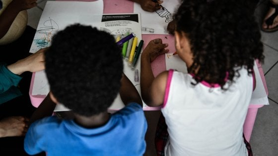 """Foggia, cittadinanza onoraria a 53 bambini stranieri nati in Italia: """"Un segnale contro la xenofobia"""""""
