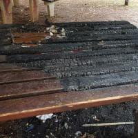 Bari, incendio distrugge l'area pic nic nella pineta San Francesco