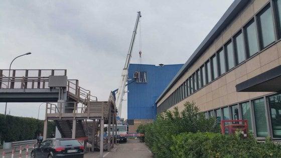 Ilva di Taranto, la fine di un'era: via la vecchia insegna, arriva la nuova proprietà ArcelorMittal
