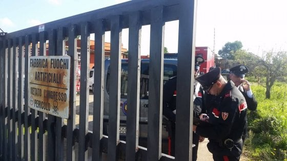 Esplode fabbrica di fuochi d'artificio ad Arnesano: muore il figlio del titolare di 19 anni, un ferito