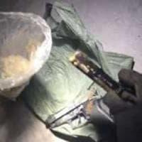 Bitonto, nascondiglio era accessibile solo dal tetto: scoperte armi e droga