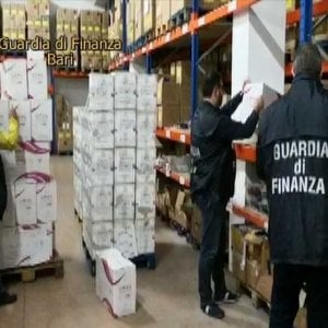 Metalli pericolosi nei cosmetici cinesi, sequestrati un milione di fard e ombretti in tutta Italia