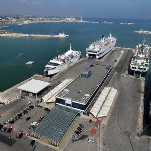 """Bari, mercantile bloccato nel porto: """"Condizioni disumane dell'equipaggio"""""""