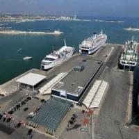 Bari, mercantile bloccato nel porto: