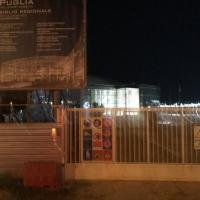 Nuova sede della Regione Puglia, si accendono le plafoniere simbolo degli sprechi