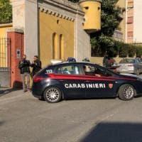 Bari, cittadini segnalano un summit tra malavitosi: un arresto e 2 pistole