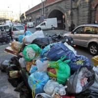 Bari, si torna a buttare la spazzatura nei festivi: il sindaco revoca l'ordinanza