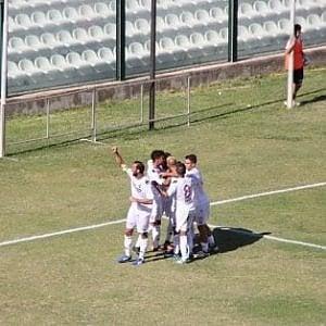 Il Bari schiaccia anche il Gela per 2-0 nello stadio chiuso