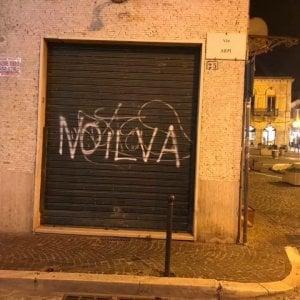 """Foggia, imbrattata la sede del M5S: """"No Tap e No Ilva, siete come il Pd"""""""