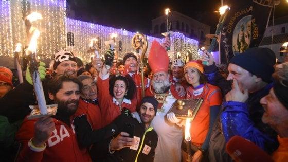 Bari in festa per San Nicola, in migliaia dall'alba in basilica. Tutti gli eventi in programma