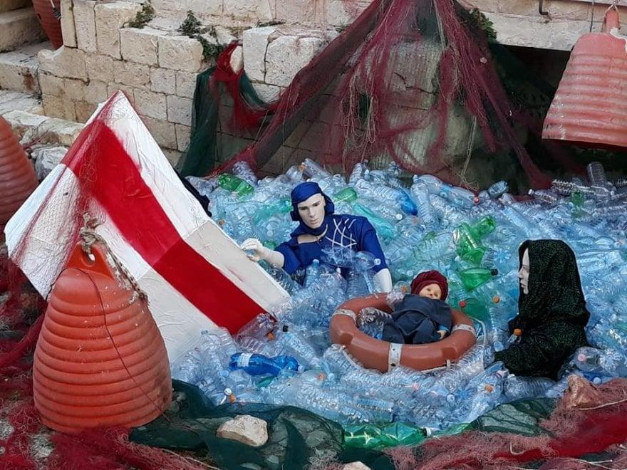"""""""Il presepe dei profughi"""", nel Barese bufera sulla Natività di denuncia"""