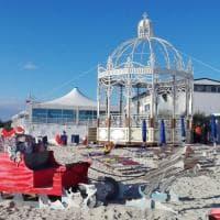Salento, a Porto Cesareo Babbo Natale arriva in spiaggia