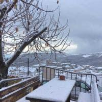 Maltempo, ecco la neve in Puglia: le città si svegliano imbiancate