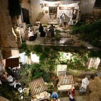 Natale, tra le case e la chiesa crollate sulla Murgia spunta un presepe