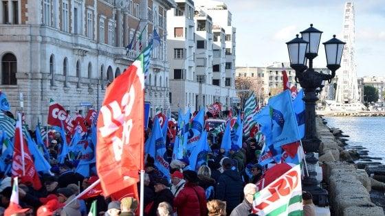 Sanità, in Puglia protesta dei sindacati contro la Regione: 2mila in sit in per il diritto alle cure