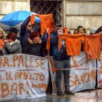 Bari, protesta dei lavoratori del Cara: rischio tagli del 50 per cento sui servizi di pulizia