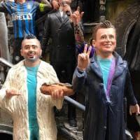Natale, Pio e Amedeo diventano statue del presepe a Spaccanapoli