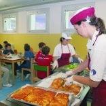 Scuola, controlli sulle mense  a Brindisi e Lecce: ai bambini  carne di origine straniera  e pane con insetti