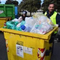 Rifiuti, in Puglia la raccolta differenziata supera il 50 per cento: aumentano i comuni 'ricicloni'