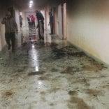 Bari, migranti appiccano  il fuoco e allagano corridoi  al centro di permanenza:  scoppia la rivolta