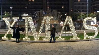 Lecce, foto davanti alla scritta Xmas Polemiche sulla consigliera di Forza Italia