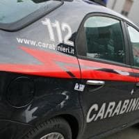 Brindisi, aggredisce i carabinieri con una zappa: 47enne fermato con lo