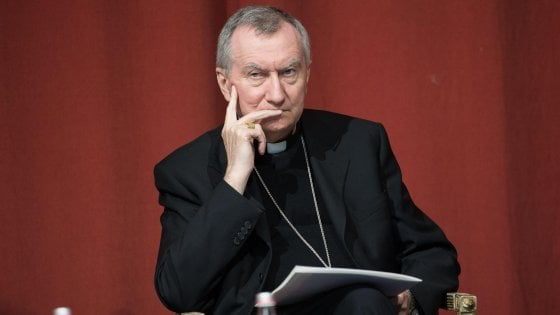 """Ex Ilva, a Taranto il segretario di Stato vaticano Parolin: """"Necessario tenere insieme salute e lavoro"""""""
